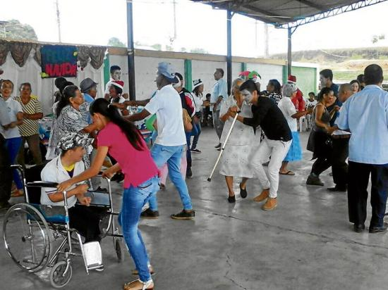 Alegría y bailes en homenaje