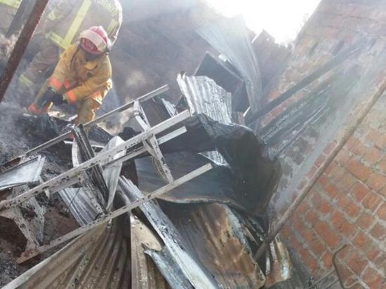 Dos viviendas y un taller se queman en el sitio Mejía