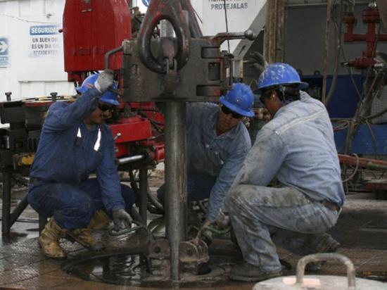 En $42 se proyecta  el precio del petróleo en el 2017, señala Correa