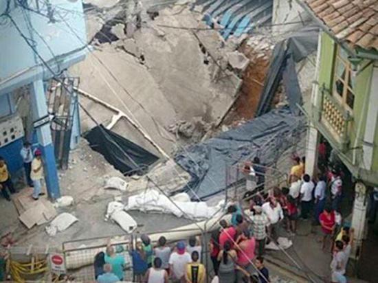 Escuela colapsa por  hundimiento en  subsuelo en El Oro