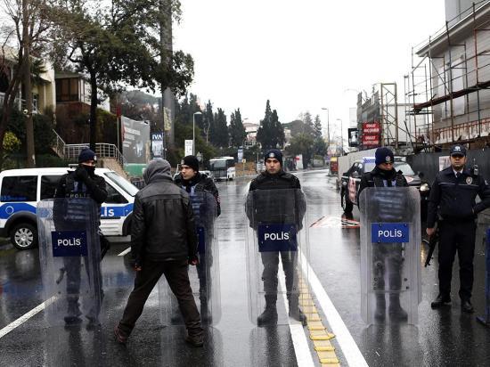 Prosigue la búsqueda del autor de matanza en un club de Estambul