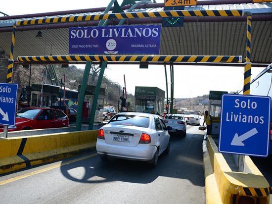 Quejas por largas filas en la estación de peaje del Cerro Guayabal