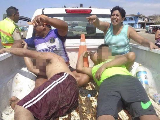 Salvan a dos hombres de ahogarse en la playa