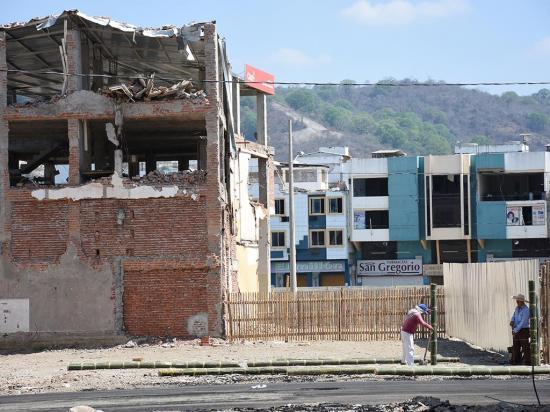 Sin fecha para abrir las 'zonas cero' de Manta y Portoviejo