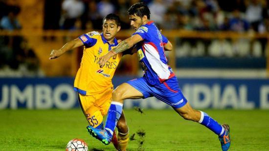 El hermano mayor de Luis Suárez regresa a club de El Salvador