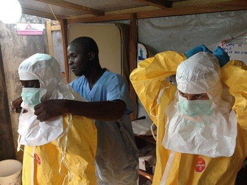 El ébola perdura más en los pulmones que en la sangre, según estudio italiano