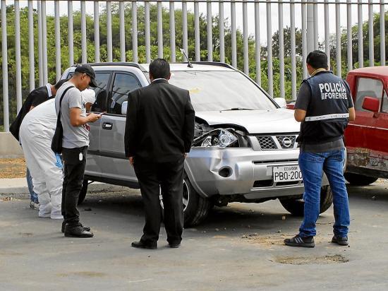 Abren el carro del notario Tito Nilton Mendoza