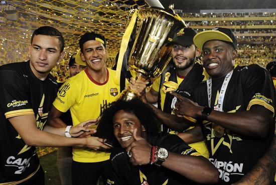A Xavier Arreaga le gustaría volver al Manta FC
