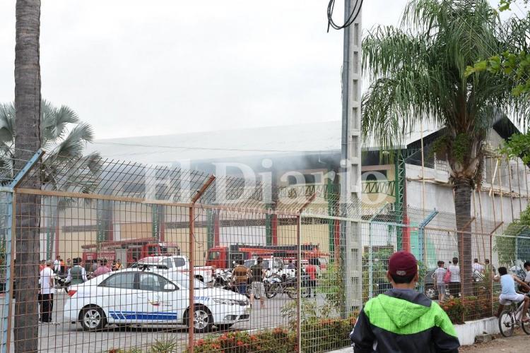 Alarma en Portoviejo por incendio en el complejo deportivo La California