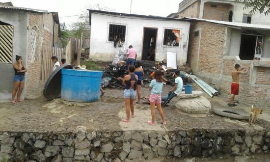 Familia pierde enseres y tres mil dólares en efectivo en incendio