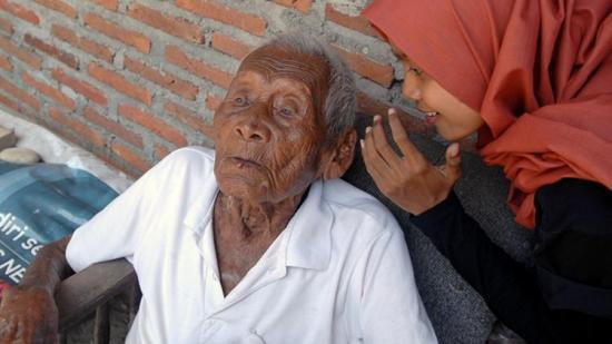 'Yo sólo quiero morir', dice el hombre más viejo del mundo al cumplir 146 años