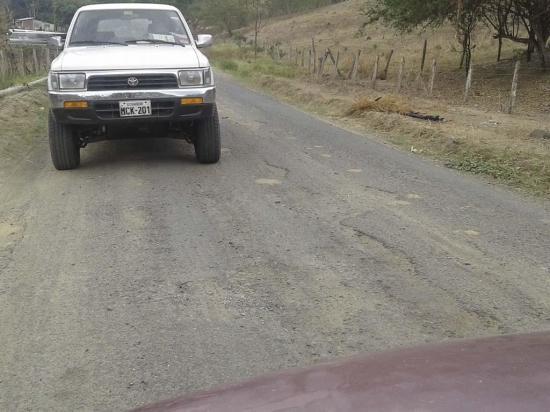 Ciudadanos reclaman por la falta de atención en la vía a Sasay