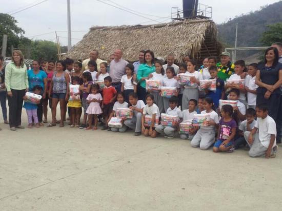 Entregan kits de aseo e higiene en comunidades de tres parroquias