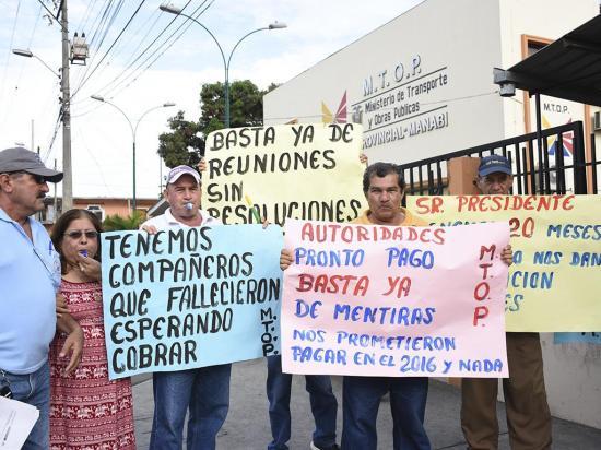 Exobreros del MTOP reclaman para que les paguen jubilaciones