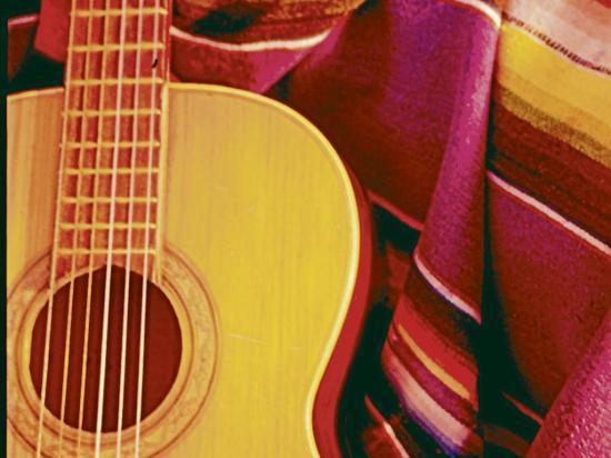 Guitarra da ritmo a culturas nativas