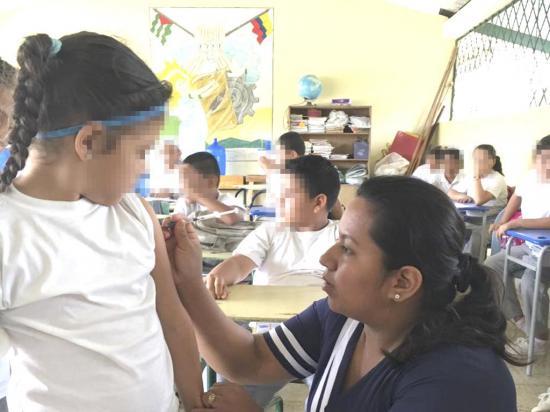 Vacunan a más de siete mil personas en distrito Chone-Flavio Alfaro