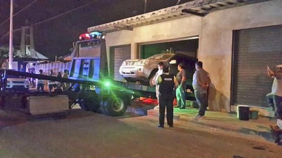 Suspenden pericia porque carro no entró en un garaje