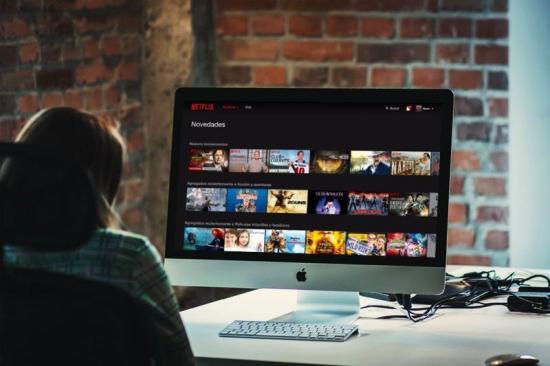 Los latinos consumen más productos audiovisuales 'online', según estudios