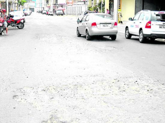 Piden intervención con iluminación y arreglo de la calle Espejo
