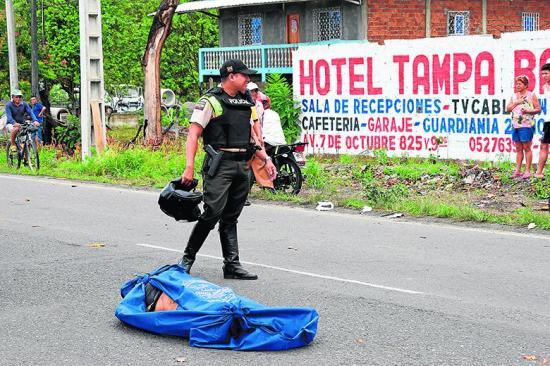 Un cadáver aparece en medio de la vía Babahoyo-Quevedo