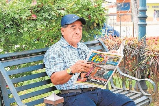 Poeta se inspira con diario 'El Río'