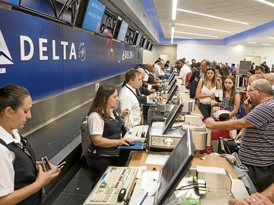 Aeropuerto retoma sus operaciones tras tiroteo que dejó cinco muertos