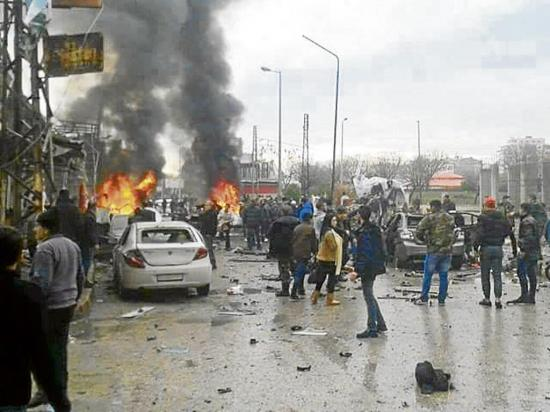 Coche bomba deja 60 muertos en azaz