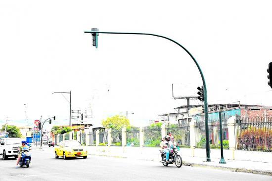 Arreglos en semáforos de la avenida 15 de Abril llevan el 70 % de avance