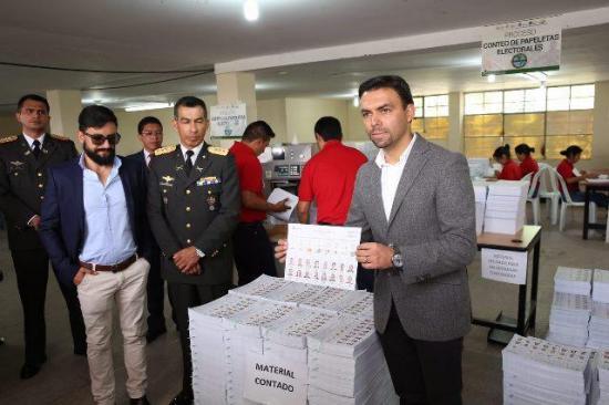 Cerca de 40 % de avance en impresión de papeletas para elecciones en Ecuador
