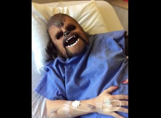 Una mujer da a luz 'disfrazada' de Chewbacca