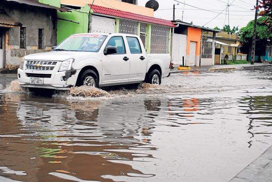 Las calles de Quevedo ahora son 'piscinas'