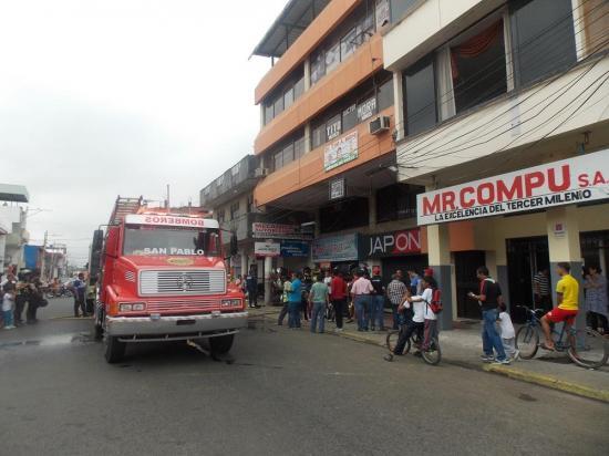 Incendio en local comercial causa alarma en sector de Portoviejo