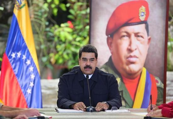 Maduro dice no ha abandonado cargo y juramenta comando contra plan 'golpista'