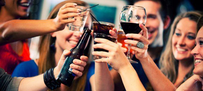 Científicos revelan la razón por la que beber alcohol te produce más hambre