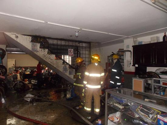 Una bodega de almacén de motos se incendia en el centro de la ciudad
