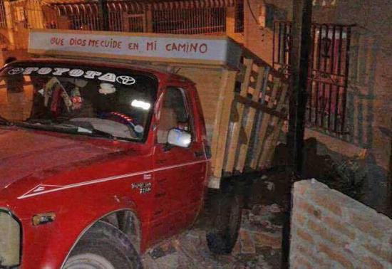 Un vehículo se estrella contra una vivienda en Manta
