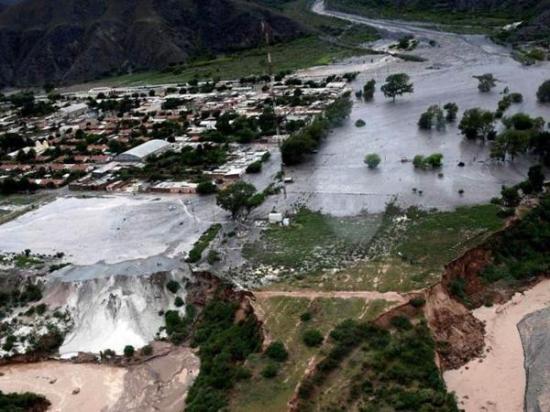 Dos muertos y más de mil evacuados tras alud que azotó a la provincia argentina de Jujuy