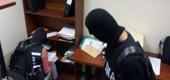 Fiscalía de Ecuador ejecuta allanamientos en caso de corrupción Petroecuador