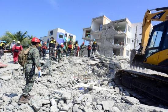 Afectados por el terremoto piden acelerar proceso de reconstrucción