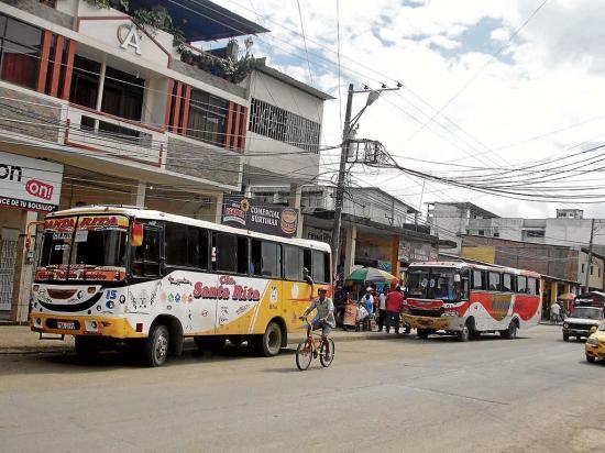 Buses de cooperativas urbanas vuelven a sus antiguas paradas
