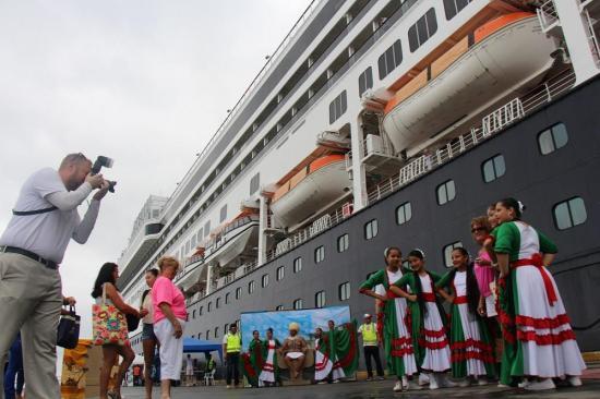 Crucero con 1.250 pasajeros llega mañana a Manta