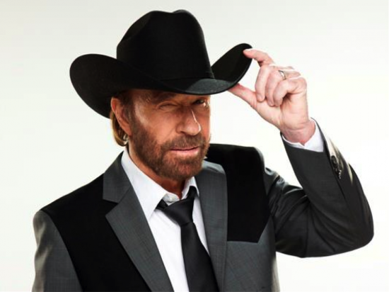 El actor Chuck Norris se lanza al negocio del agua embotellada