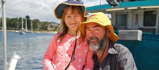 Un hombre y su hija llegan a Australia tras pasar un mes a la deriva en el mar