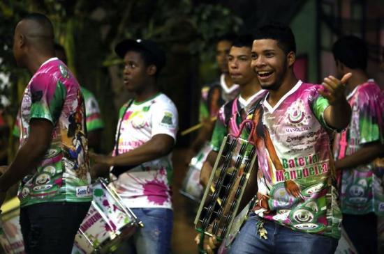 Brasil calienta motores para el carnaval a ritmo de samba