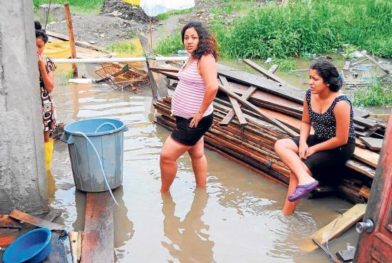 Patios inundados en Babahoyo