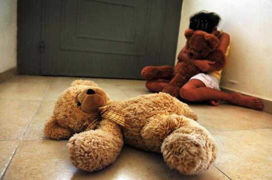 LAS ENCERRABA EN EL BAÑO: Investigan abuso sexual a más de 20 niñas en una escuela