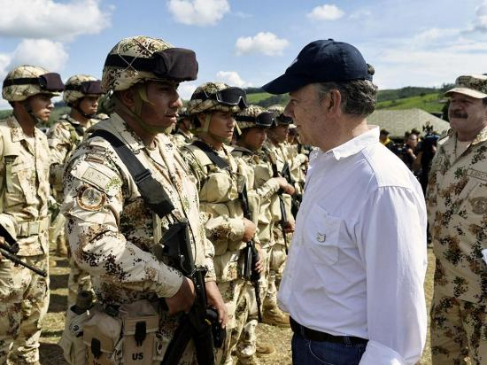 Santos reitera urgencia  de empezar obras en zonas de conflicto