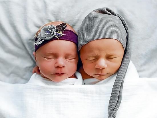 Toman foto a mellizo antes de morir, a los 11 días de nacer