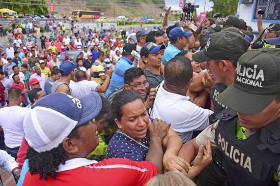 Comerciantes protestan y piden fin de la informalidad