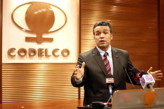 Presidente del directorio de la chilena Codelco sufre atentado con explosivos